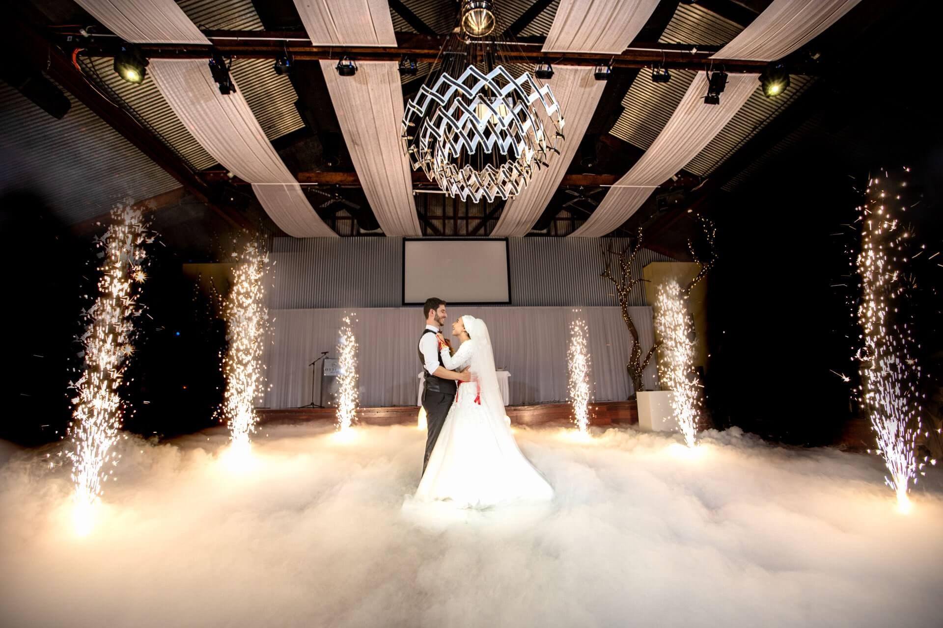 amazing couple first dance